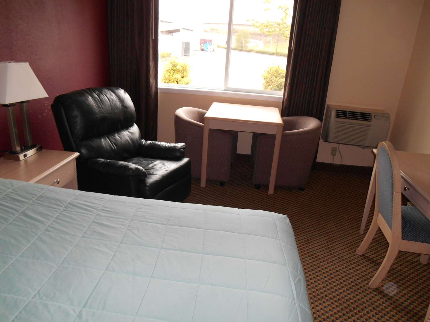 Room - GuestHouse Inn & Suites Springfield