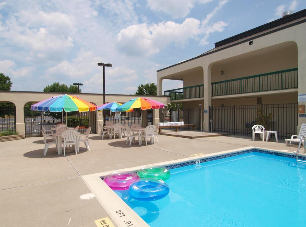 Pool - Best Western Motel Salisbury