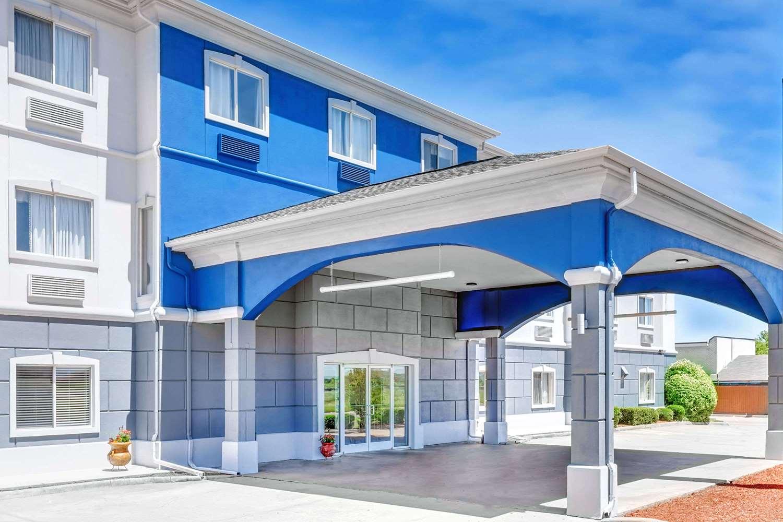 Exterior view - Days Inn & Suites Sulphur Springs