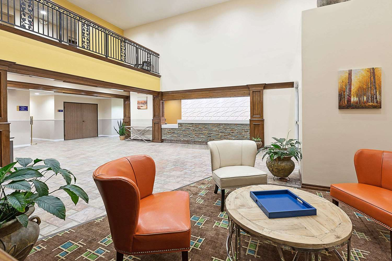 Lobby - Days Inn & Suites Sulphur Springs