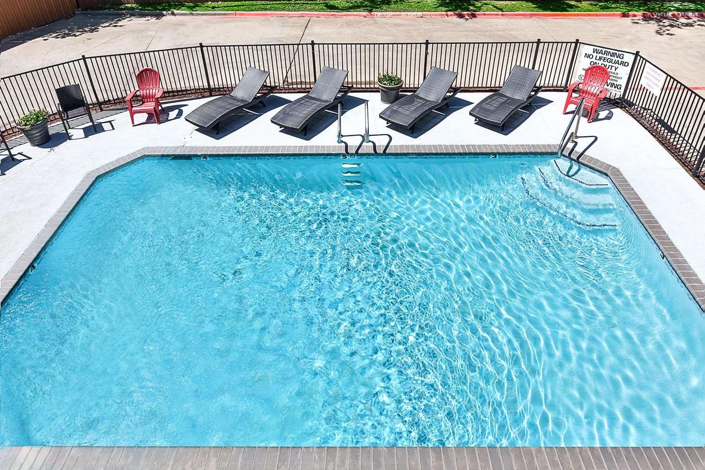 Pool - Days Inn & Suites Sulphur Springs