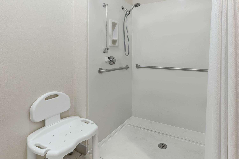 Room - Days Inn & Suites Sulphur Springs