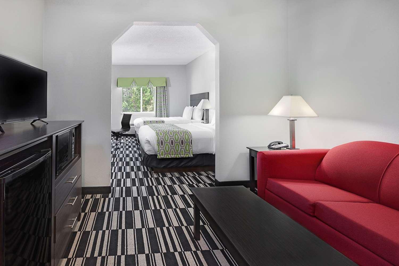 Suite - Days Inn & Suites Sulphur Springs
