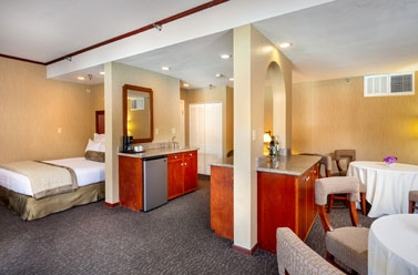 Suite - Handlery Hotel San Diego