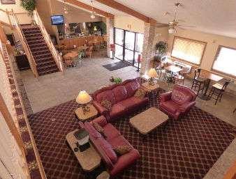 Lobby - Baymont Inn & Suites Lakeville