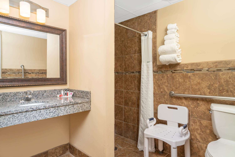 Room - Baymont Inn & Suites Lakeville