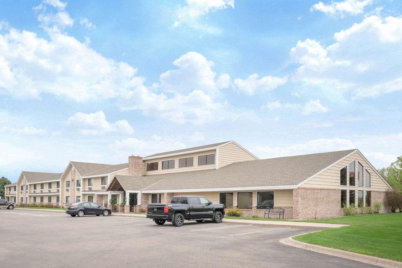 Exterior view - Baymont Inn & Suites Lakeville