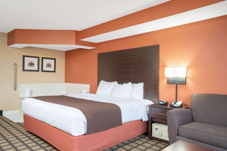Suite - Baymont Inn & Suites Lakeville