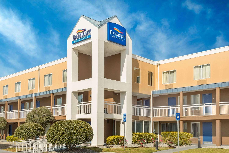 Exterior view - Baymont Inn & Suites Midtown Savannah