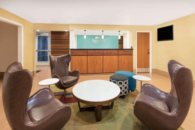 Lobby - Baymont Inn & Suites Midtown Savannah