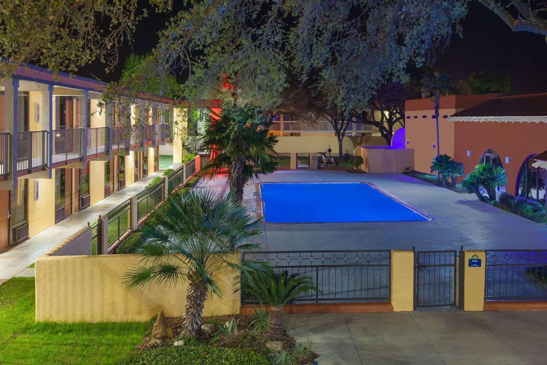 Pool - Days Inn Uvalde