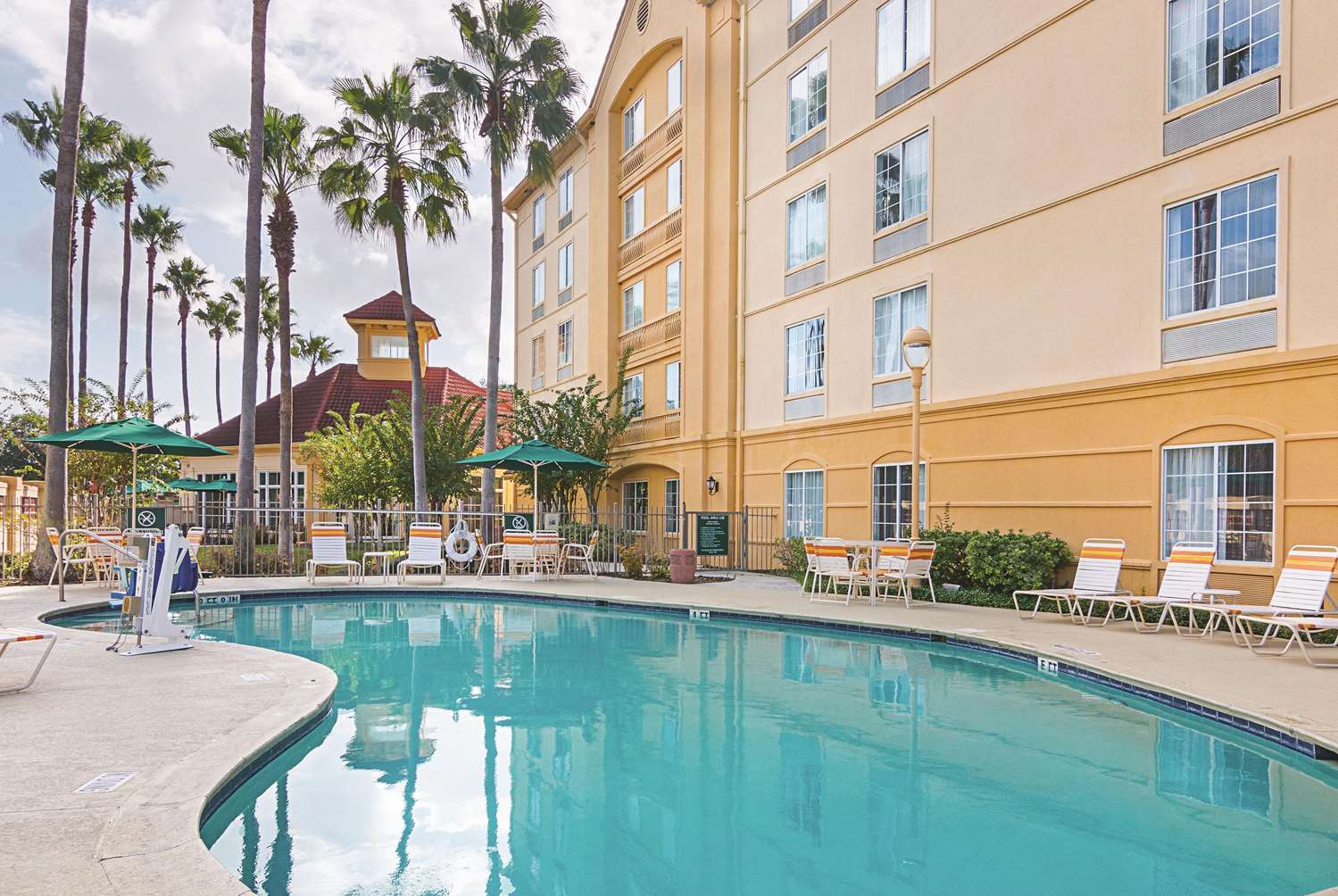 Pool - La Quinta Inn & Suites Airport North Orlando