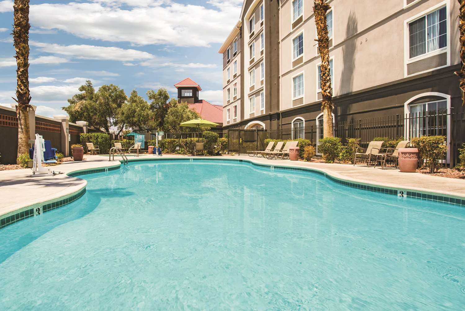 Pool - La Quinta Inn & Suites Las Vegas