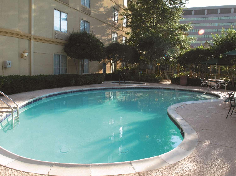 Pool - La Quinta Inn & Suites Primacy Parkway Memphis