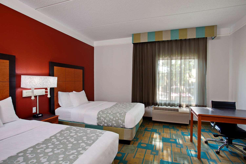 Room - La Quinta Inn & Suites Winston-Salem