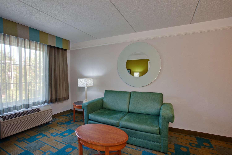 Suite - La Quinta Inn & Suites Winston-Salem