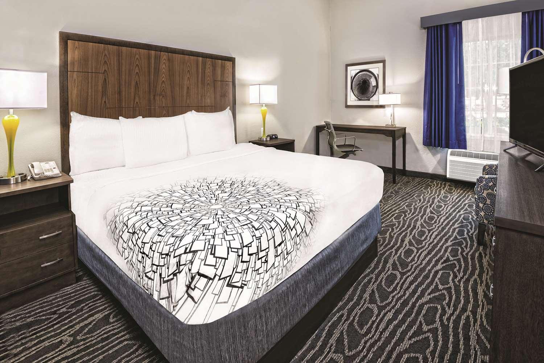 Room - La Quinta Inn & Suites Brownsville