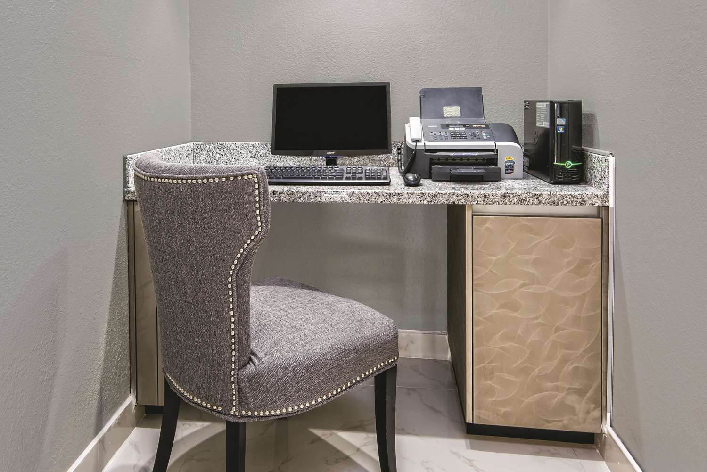 Conference Area - La Quinta Inn & Suites Brownsville