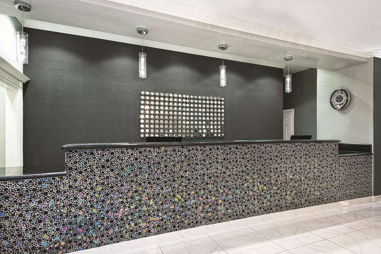 Lobby - La Quinta Inn & Suites Brownsville