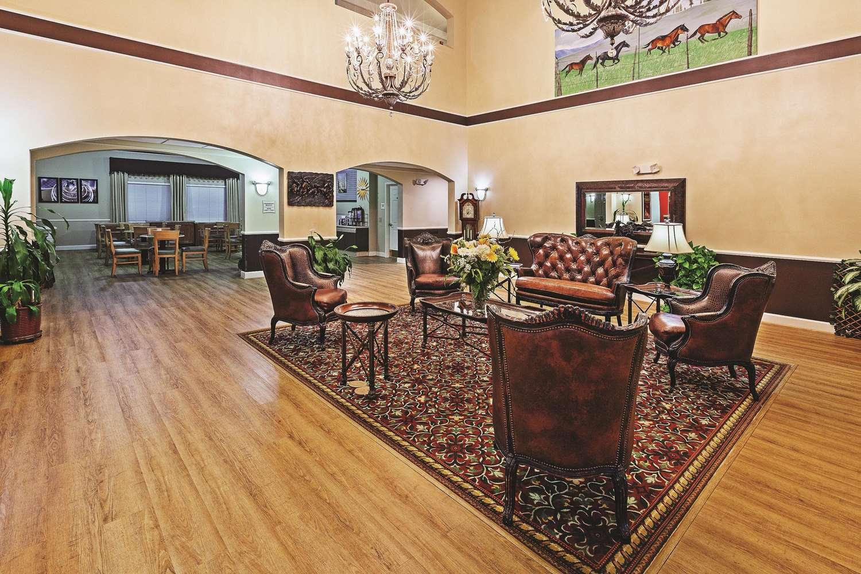 Lobby - La Quinta Inn & Suites Weatherford