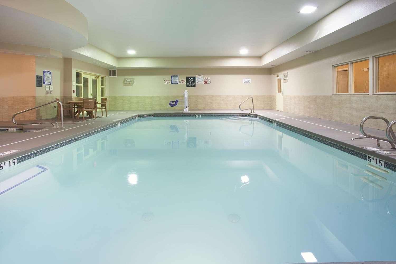 Pool - La Quinta Inn & Suites Midtown Albuquerque