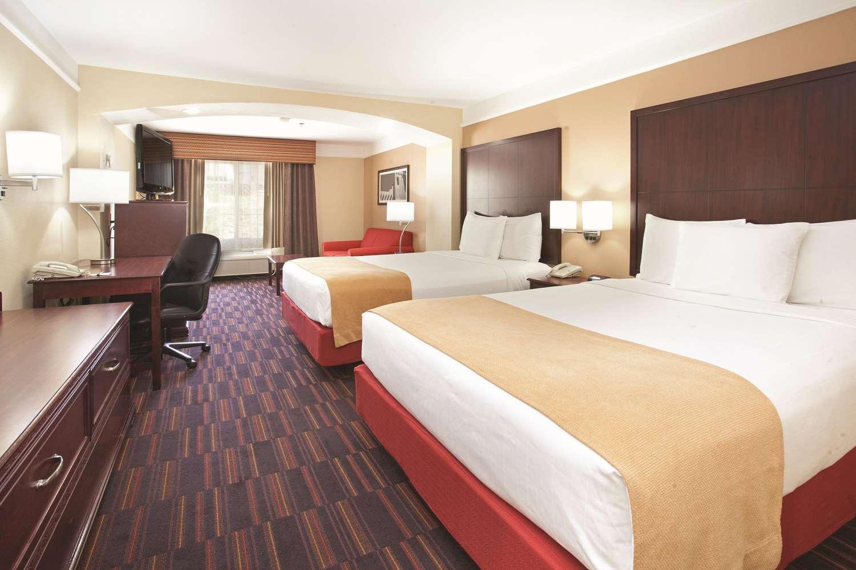Suite - La Quinta Inn & Suites Midtown Albuquerque