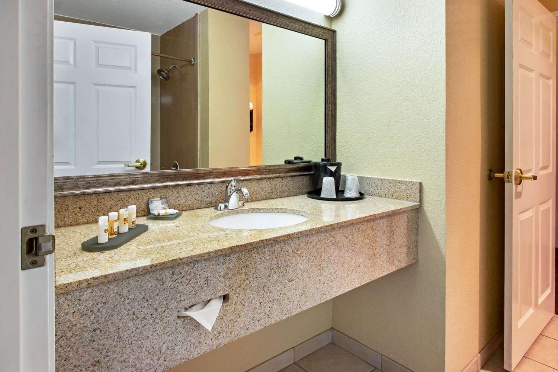 Room - La Quinta Inn & Suites Midtown Albuquerque
