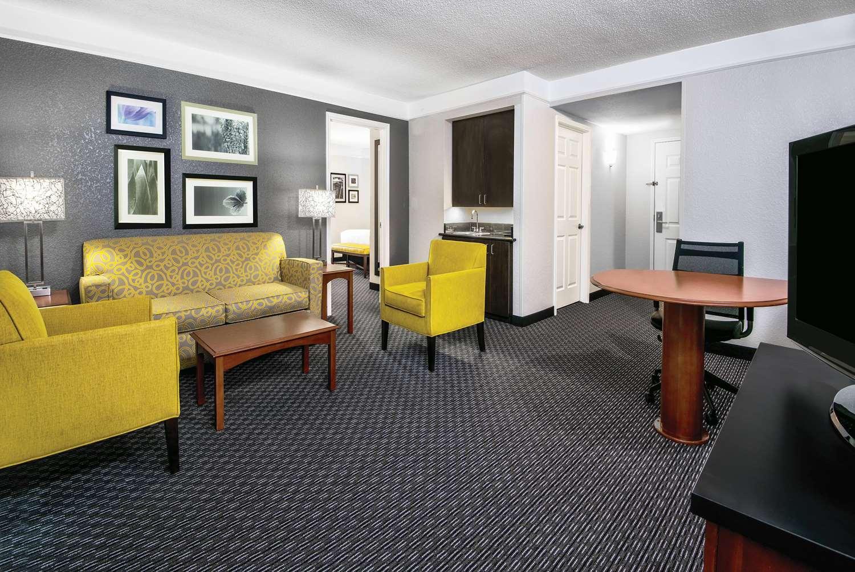 Suite - La Quinta Inn & Suites Convention Center San Antonio