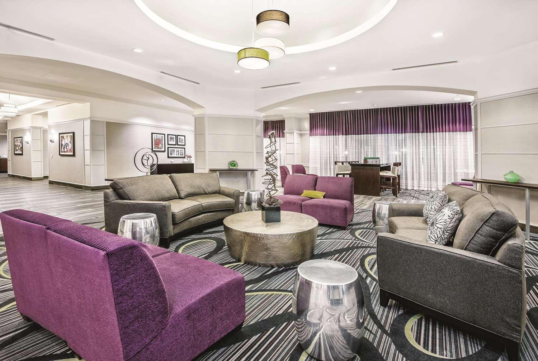 Lobby - La Quinta Inn & Suites Convention Center San Antonio