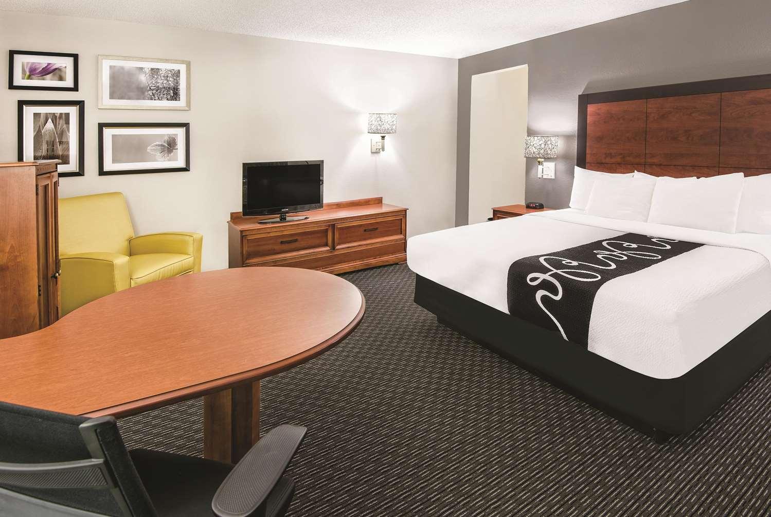Room - La Quinta Inn & Suites Convention Center San Antonio