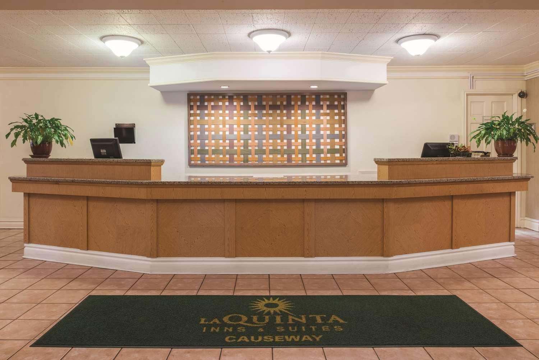 Lobby - La Quinta Inn New Orleans Causeway Metairie