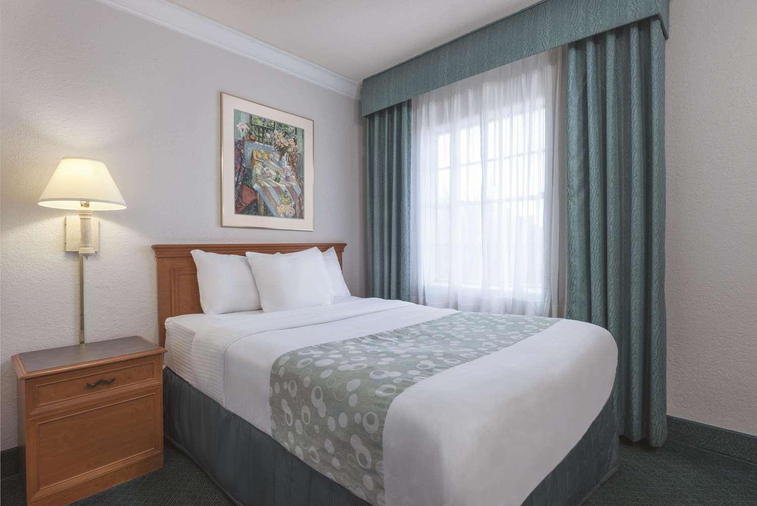Suite - La Quinta Inn New Orleans Causeway Metairie