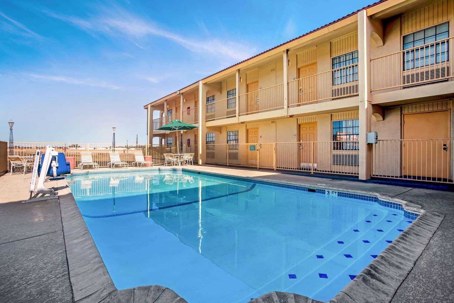 Pool - La Quinta Inn Killeen