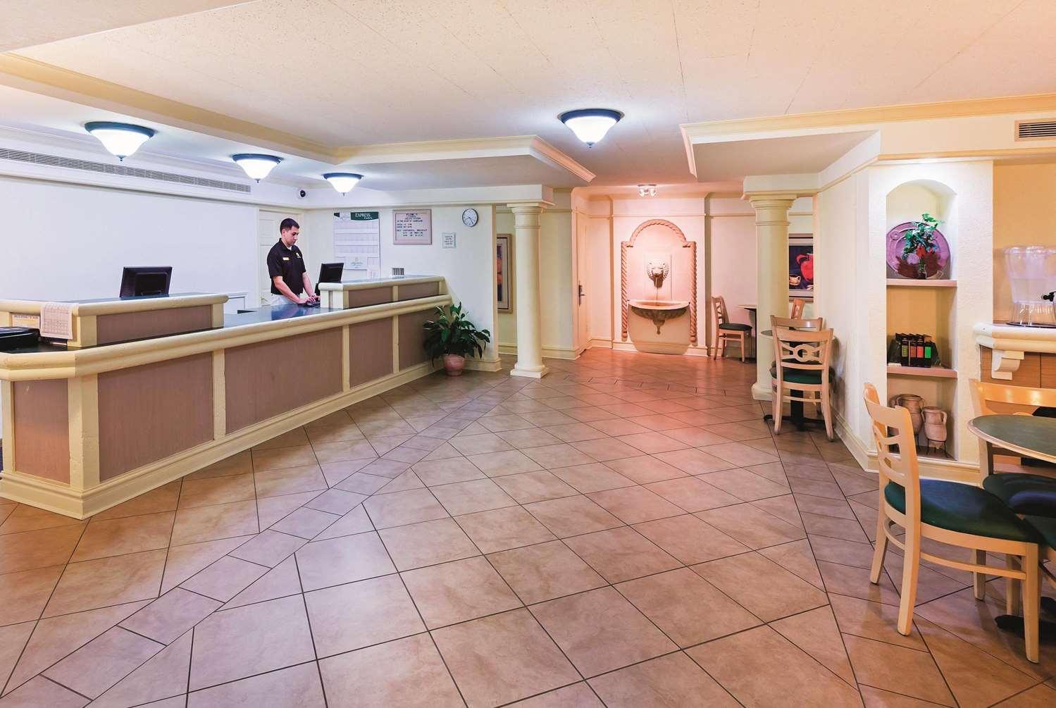 Lobby - La Quinta Inn College Station