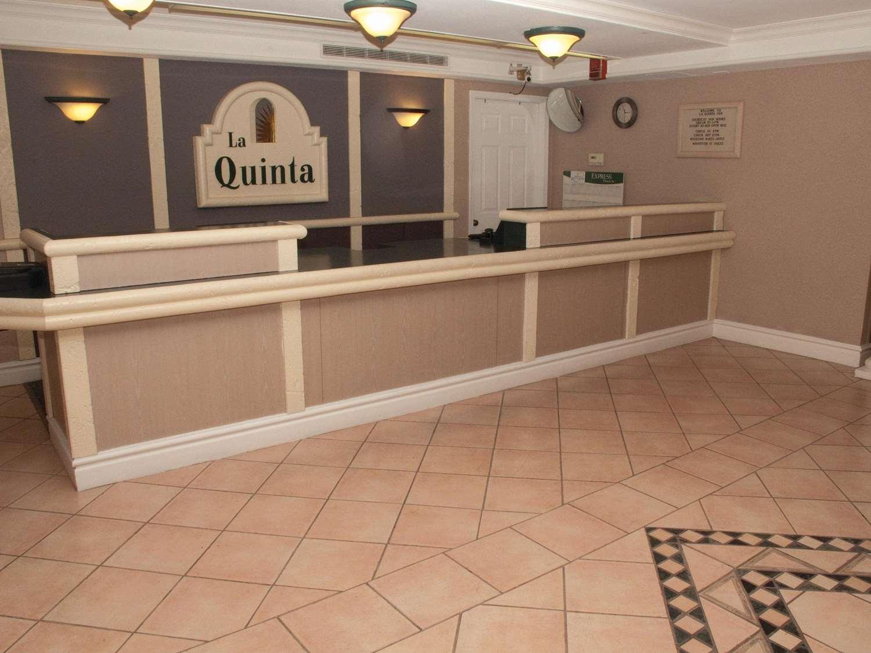 Lobby - La Quinta Inn Airport Reno