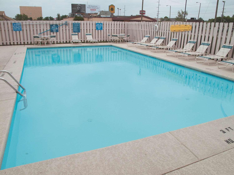Pool - La Quinta Inn Reynoldsburg