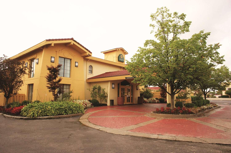 Exterior view - La Quinta Inn Reynoldsburg