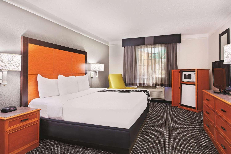 Room - La Quinta Inn Champaign