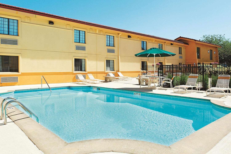Pool - La Quinta Inn Champaign