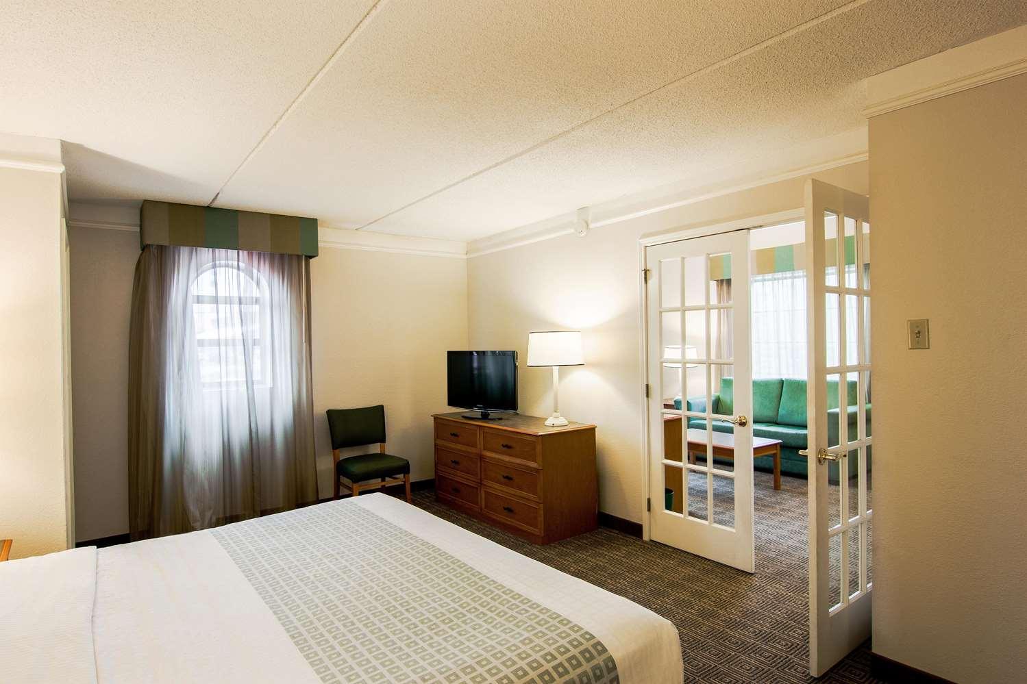 Suite - La Quinta Inn Lexington