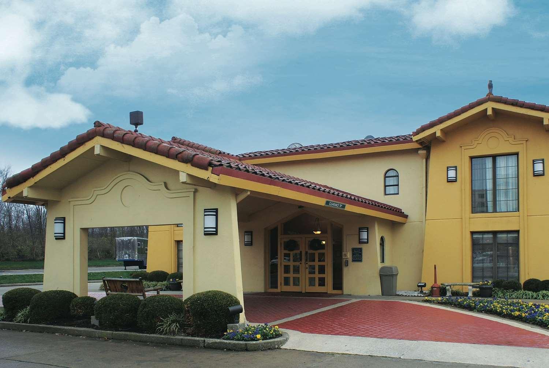 Exterior view - La Quinta Inn Lexington