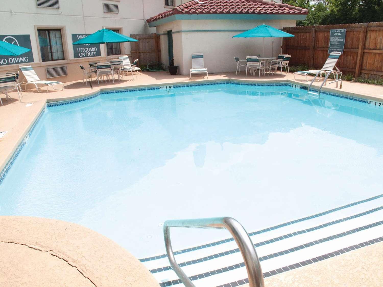 Pool - La Quinta Inn Lexington