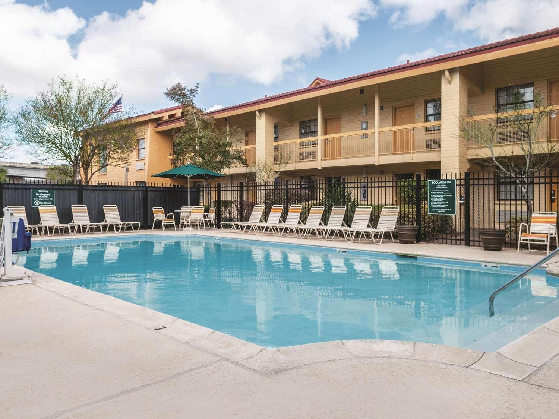 Pool - La Quinta Inn Gretna