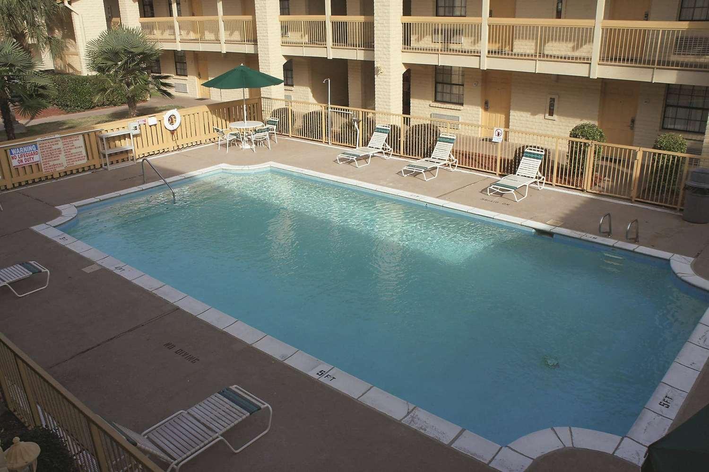 Pool - La Quinta Inn Augusta