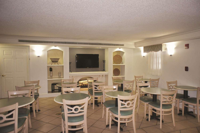 Lobby - La Quinta Inn Pensacola