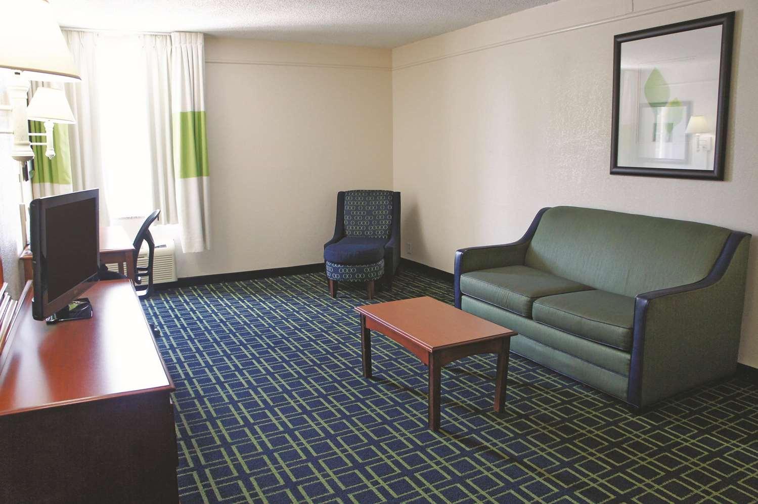 Suite - La Quinta Inn & Suites Central Tulsa