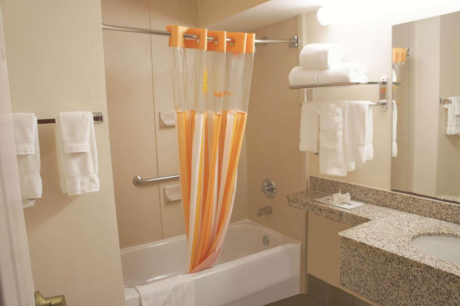 Room - La Quinta Inn & Suites Central Tulsa