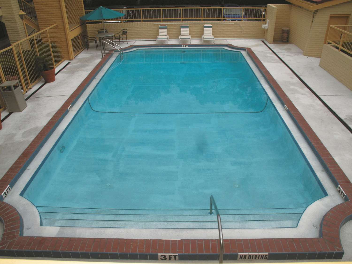 Pool - La Quinta Inn Pinellas Park