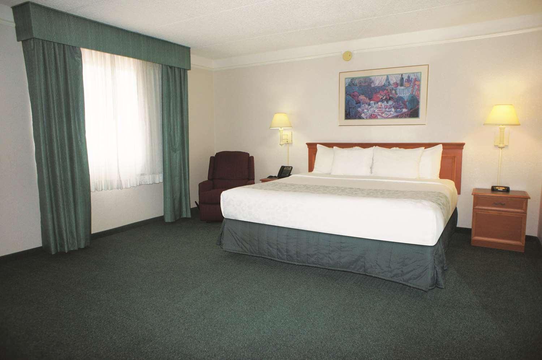 Room - La Quinta Inn Vista