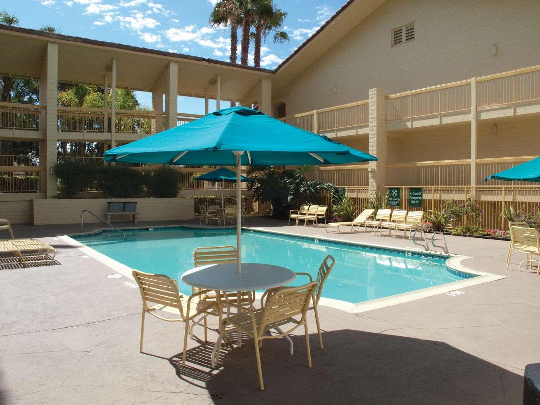 Pool - La Quinta Inn Vista